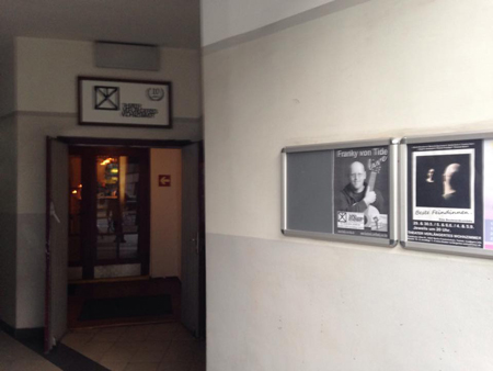 Eingang zum Theater Verlängertes Wohnzimmer