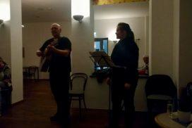 """Franky von Tide und Birgit Leuthold geben ein Konzert in der Rehabilitationsklinik """"Seebad Ahlbeck""""."""