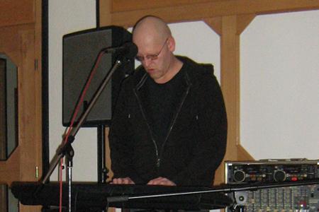 """Franky von Tide päsentiert sein Debütalbum """"Seemannslust"""" im Hotel Gravelotte"""