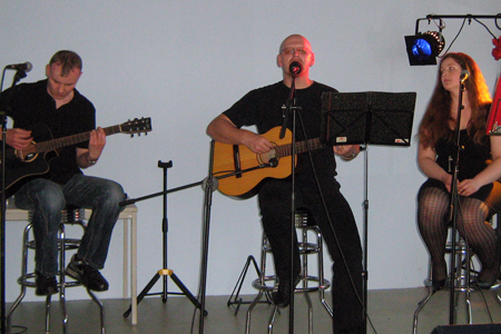 Das Konzert - Franky von Tide, Franziska Appel (Background & Bassflöte), Steve Schultze (Background & Gitarre)