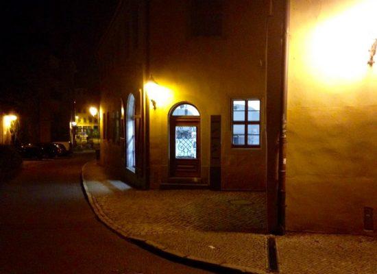 Halle bei Nacht - am Abend vor dem Auftritt