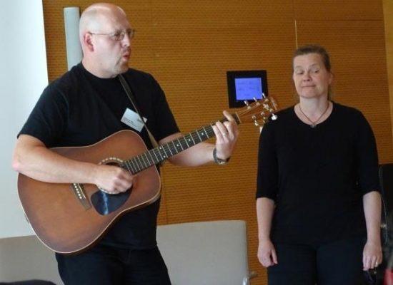 Franky von Tide & Birgit Leuthold spielen bei der Verleihung in Halle